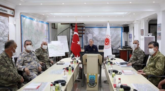 Bakan Akar ve TSK Komuta Kademesi Pençe-Kaplan Operasyonu'nu Sınırın Sıfır Noktasında Sevk ve İdare Etti