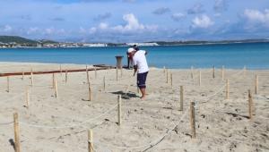 """Ilıca Plajı'nda """"Sosyal Mesafe Locası"""""""