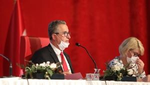 """Gaziemir Belediye Başkanı Halil Arda, meclis toplantısında sert çıktı""""Beni koltuktan indirmek isteyenler hayal görüyor"""""""
