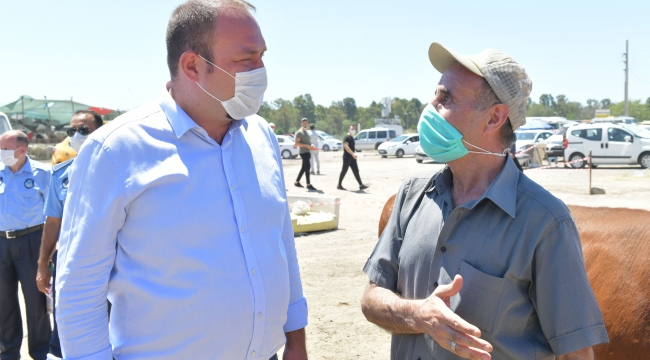 Çiğli Belediyesi Kurban Etlerini İhtiyaç sahiplerine iletiyor