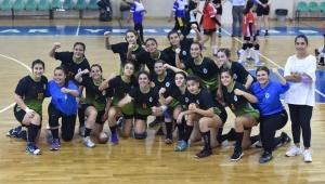 Alkışlar Bornova'nın Uçan Kızlarına