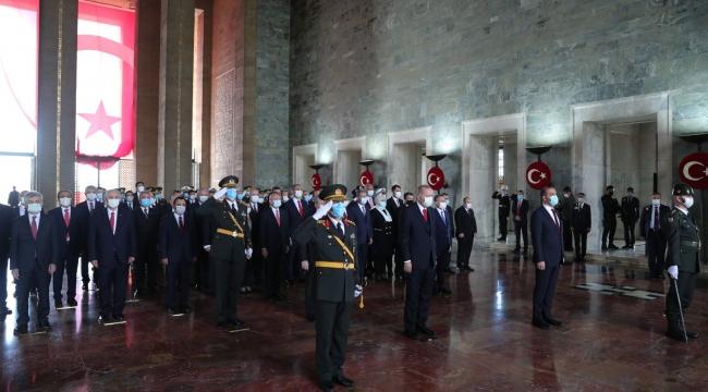 Cumhurbaşkanı Erdoğan başkanlığındaki devlet erkanı, Cumhuriyet'in 97'nci yıl dönümü dolayısıyla Anıtkabir'i ziyaret etti