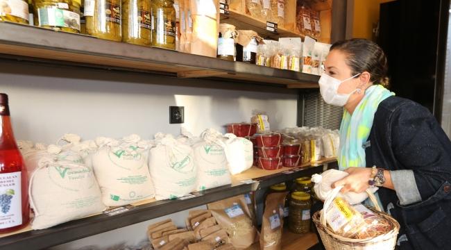 Efes Tarlası Bakkalı Yerel Üretici İçin,İyi Gıda İçin Hizmette