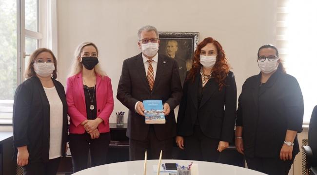 Egeli iletişimcilerden İzmir'in markalaşmasına katkı verecek kitap