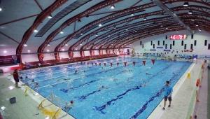 Karşıyaka'da spor tesisleri pandemi gölgesinde açıldı