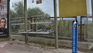Kemapaşa Belediyesi'nden okullara ve duraklara dezenfektan standı
