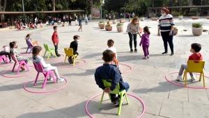 Koronavirüs Bornovalı Miniklere oyunlarla anlatılıyor