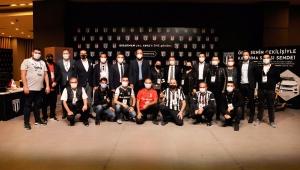 """Beşiktaş JK'nın tarihi kampanyası """"Bırakmam Seni'' ödülleri düzenlenen törenle sahiplerine teslim edildi"""