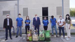 İzmirli gençlerden depremzede can dostlarına yardım eli