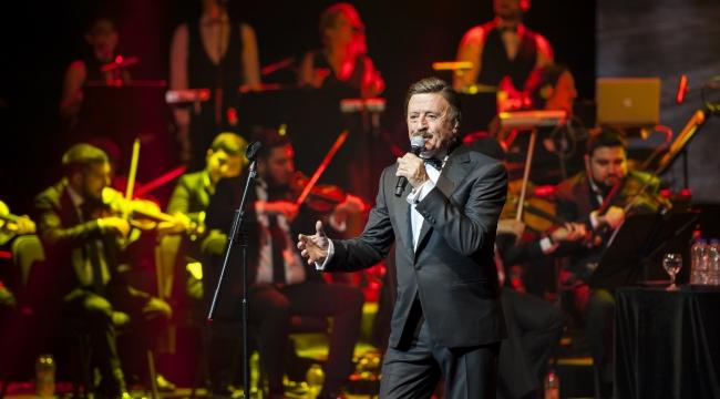 Selami Şahin'in 50.Sanat Yılı Konseri Yılbaşı Gecesi İzlenme Rekoru Kırdı!