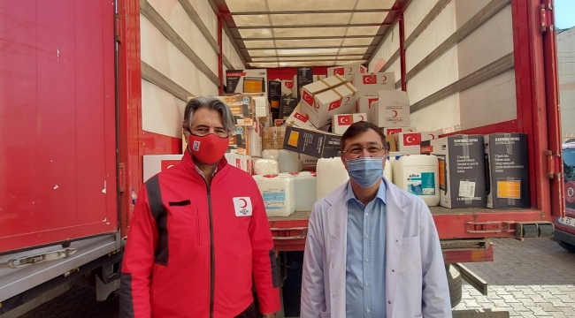 Türk Kızılay İzmir Şubesi'nden sağlık çalışanlarına ve hastalara destek