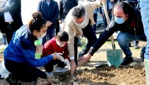 Başkan Sandal,Çocuklar ve Sporcularla Fidan Dikti