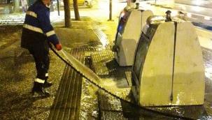 Buca'da çöp konteynerlerine hijyen operasyonu