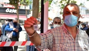 Çiğli'de Vatandaşlara HES Kodlu Anahtarlık Dağıtıldı
