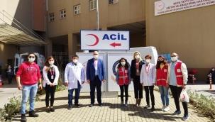 Genç Kızılay Gönüllüleri Sağlık Çalışanlarına Motivasyon Kiti Dağıttı