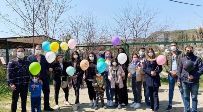 Kuşadası'nda CHP'li Gençler Otizme Dikkat Çekti