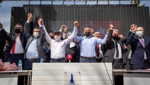 """Başkan Soyer'den canlı yayında 1 Mayıs mesajı """"Aramızda işçi-patron ilişkisi yok, hepimiz İzmir için çalışıyoruz"""""""