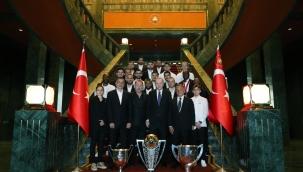 Cumhurbaşkanı Erdoğan, Beşiktaş JK yönetici, teknik heyet ve futbolcularını kabul etti