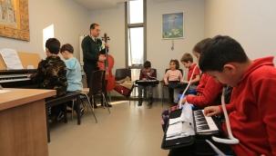 Efes Selçuk'ta Müzik Kursları Yeniden Başlıyor