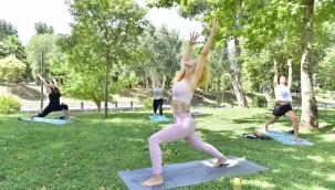 Bornovalı kadınlar yoga ile zinde kalıyor
