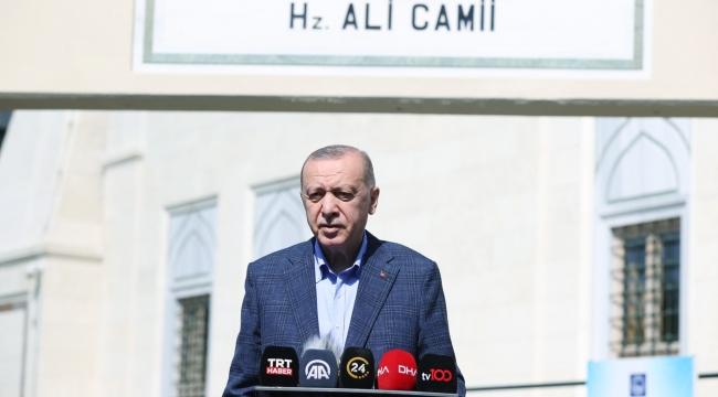 Cumhurbaşkanı Erdoğan, Cuma namazı çıkışı gazetecilerin sorularını yanıtladı