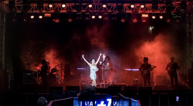 İzmir +1 Fest İkinci Gününde Göksel'i Ağırladı