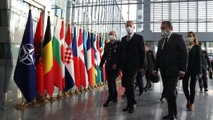 Millî Savunma Bakanı Hulusi Akar, NATO Karargâhında NATO Daimi Temsilciliğini ve Türk Askerî Temsilciliğini Ziyaret Etti